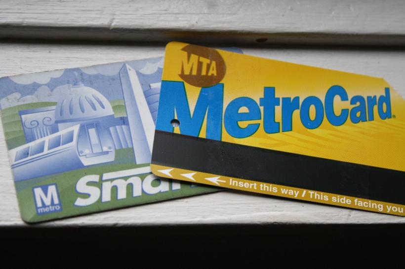 ma carte de métro de Baltimore (qui marche aussi pour DC) et ma carte de métro pour New York -- elles coutent 7 dollars chacune, il ne faut pas les jeter!