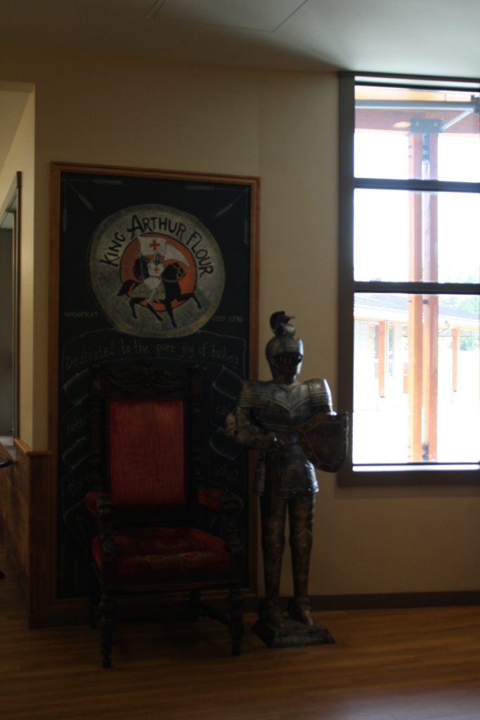 Le Viking et moi avons chacun eu notre photo avec King Arthur, sur le trône!