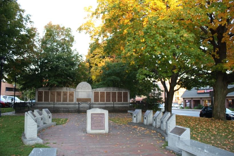 ce n'est pas le parc dont je parle, là il s'agit d'un mémorial qui se trouve au centre ville